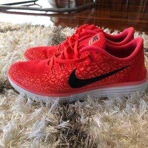 Nike Freestyle RN Distance tennis shoes.